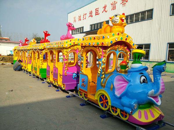儿童轨道小火车-满载孩子们的欢笑出发!